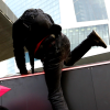 Blockupy-Aktivisten-stuermen-EZB-Gelaende